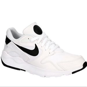 New Men's Nike Victory Shoes Size 12